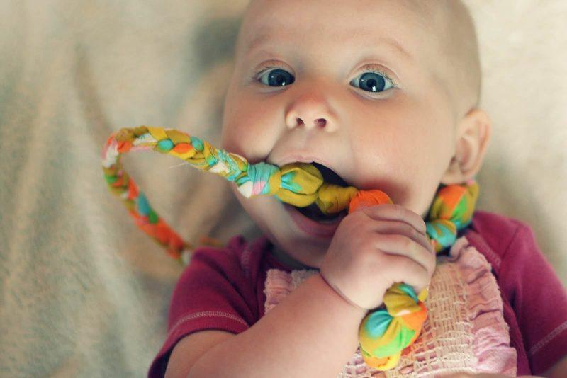 Первые детские зубки: как и когда