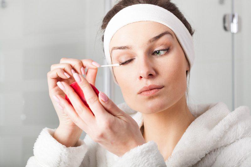 Снимайте макияж правильно