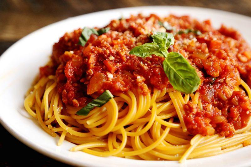 Макароны по-неаполитански с мясным соусом