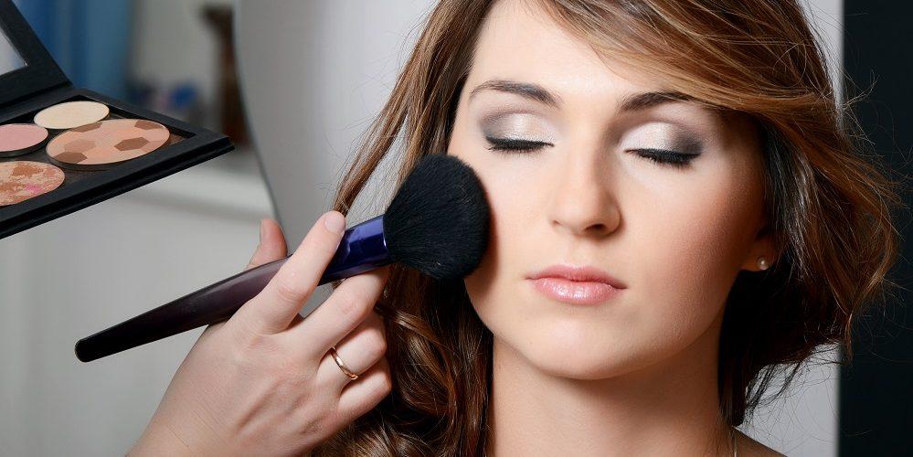 Правильно наносим пудру на лицо: простые правила для идеального образа